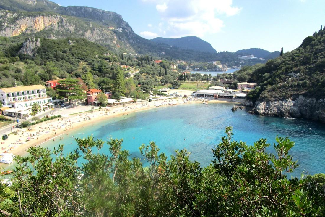 Strand bij Paleokastritsa - Bezienswaardigheden op Corfu