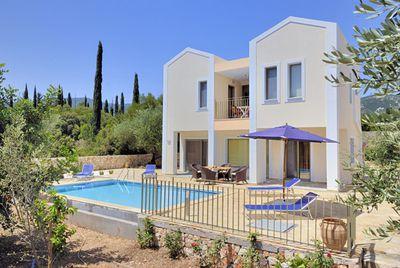 Villa Irineos (in Karavomilos)