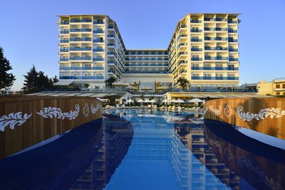 Hotel Azura Deluxe Resort & Spa