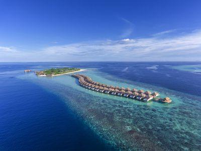 Hotel Hurawalhi Island Resort & Spa