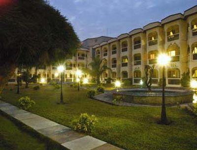 Hotel Ramada Resort Accra Coco Beach