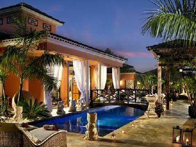 Villa Royal Garden Villa's