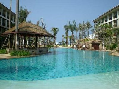 Hotel Ravindra Beach Resort