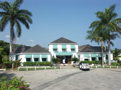 Hotel Round Hill