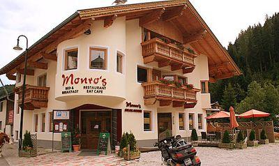 Hotel Monro's