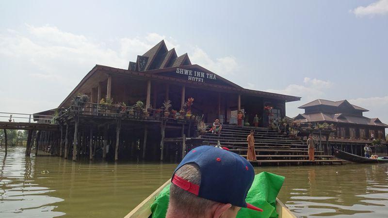 Hotel Shwe Inn Tha Floating Resort