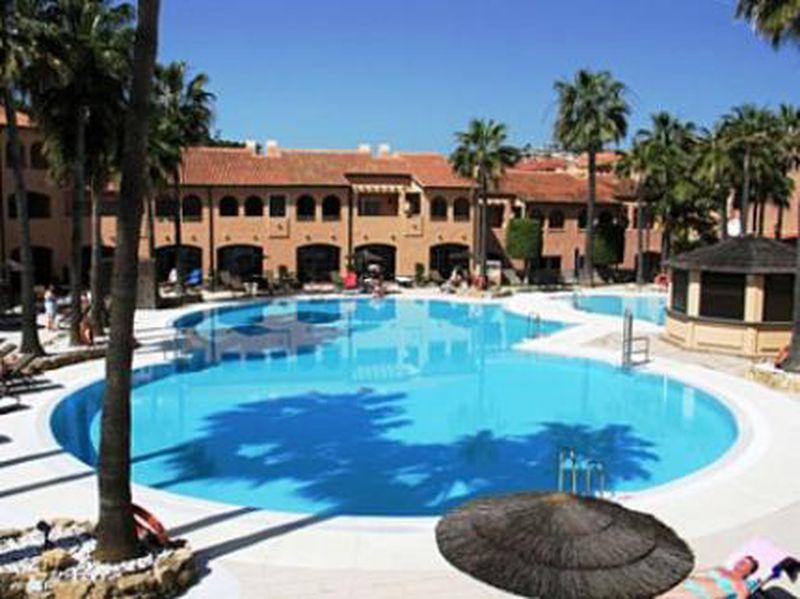 Hotel Los Amigos Beach Club